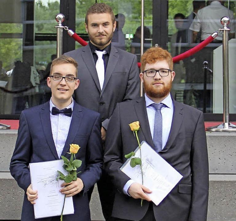 Preise der Stadt fürs beste Abitur erh...und  Marcelino Kalt (vorne von links).    Foto: Jakob Katzmann