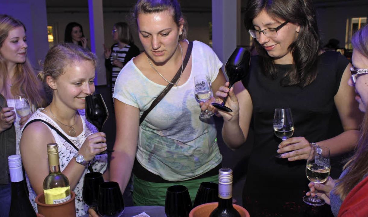 Wie schmeckt der Wein?    Foto: Lara Walter