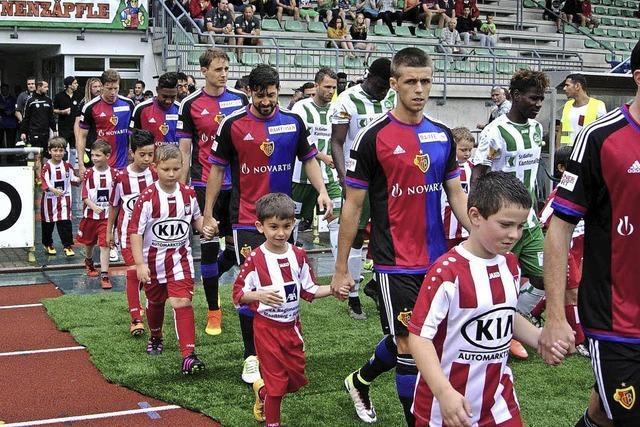 Zum Fußballfest öffnet der Himmel seine Schleusen