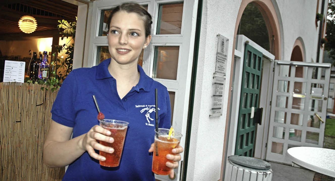 Auch mit Cocktails wurden die Gäste des Kurparkfestes in St. Blasien verwöhnt.     Foto: Christiane Sahli