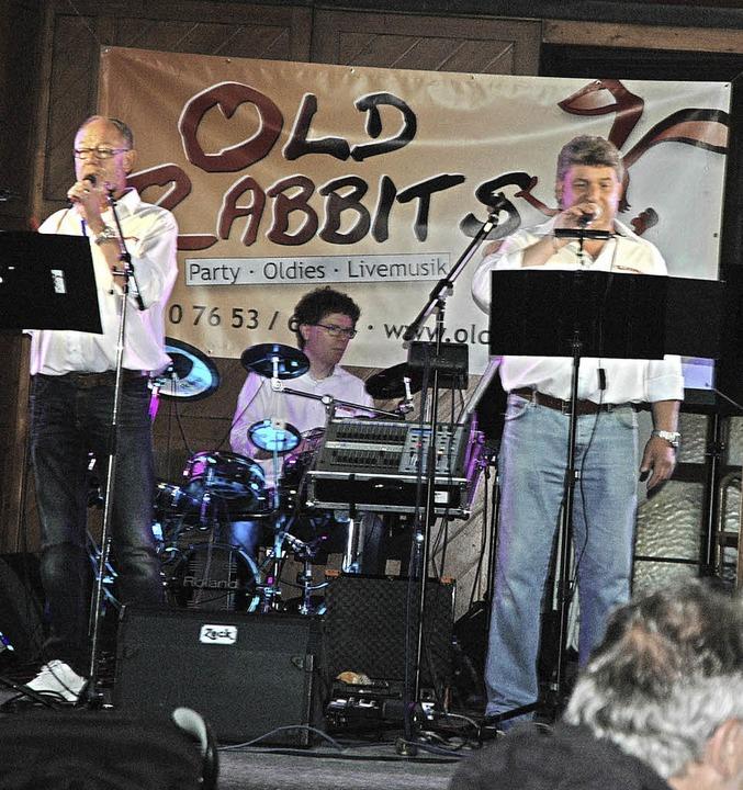 Die Old Rabbits sorgten am Samstagaben...im Kurparkfest seinen Schatten voraus.    Foto: Christiane Sahli
