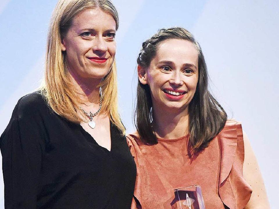 Die Laudatorin und Schauspielerin Caro...rleihung der Grimme Online Awards 2016  | Foto: dpa
