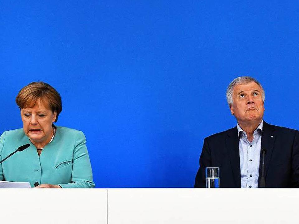 Bei der Klausur Seit' an Seit': Angela Merkel und Horst Seehofer  | Foto: dpa