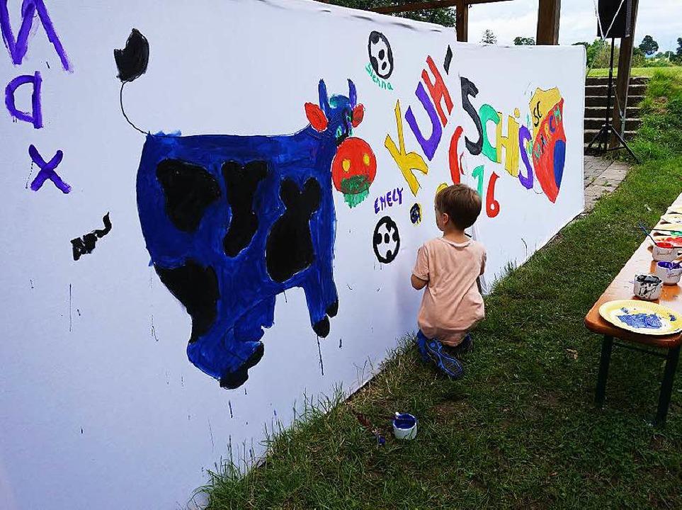 Die Kinder durften ein Maskottchen für den SC-March malen.  | Foto: Julius Wilhelm Steckmeister
