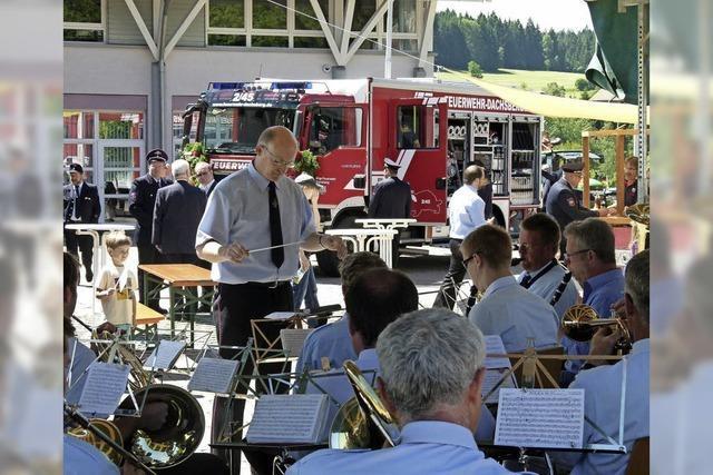 Trachteknkapelle Ibach-Wittenschwand unterhält bei schönem Wetter zu Gegrilltem der Feuerwehr Dachsberg
