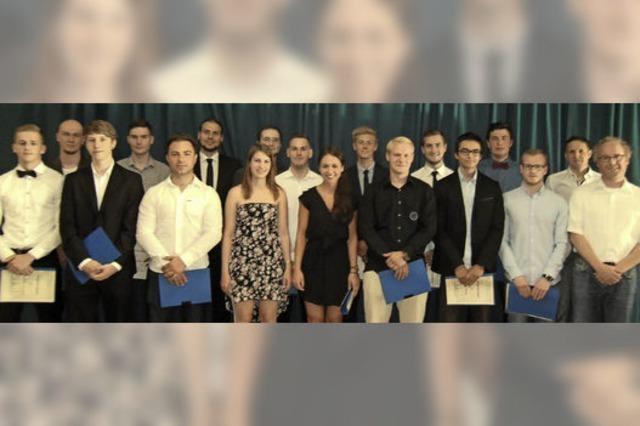 17 Schüler erlangen Abitur an der Gewerbeschule