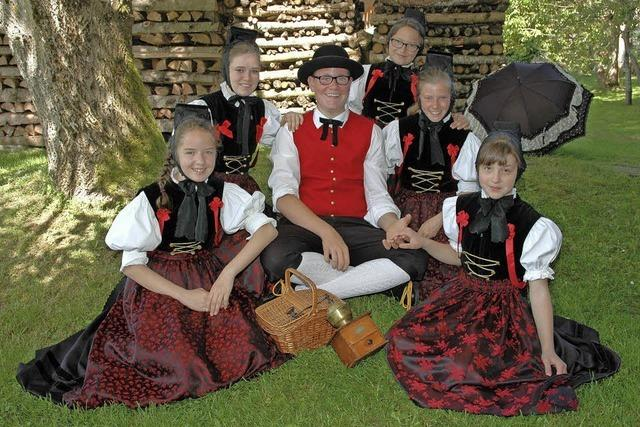 Mit der Trachtentanzgruppe Amrigschwand-Tiefenhäusern (Volkstänze aus dem Schwazrwald und benachbartem Ausland) in Höchenschwand