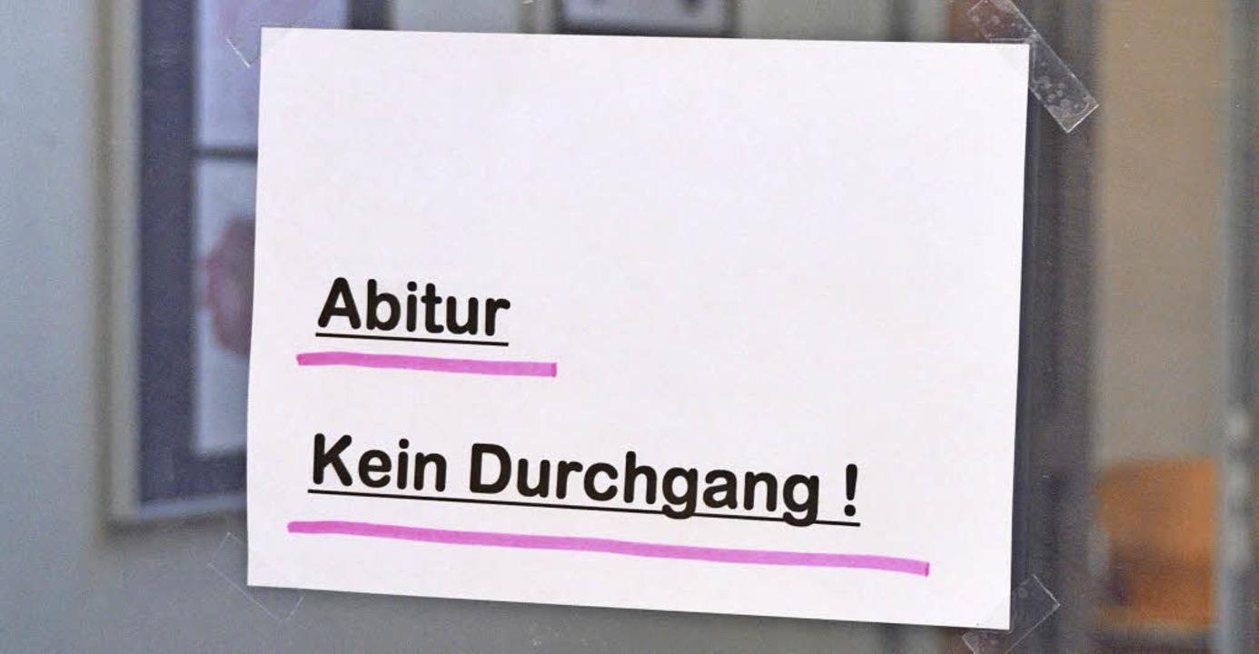 Geschafft: Die Abiturprüfungen sind vo...un ihr Reifezeugnis in Empfang nehmen.  | Foto: Frederik Mayer