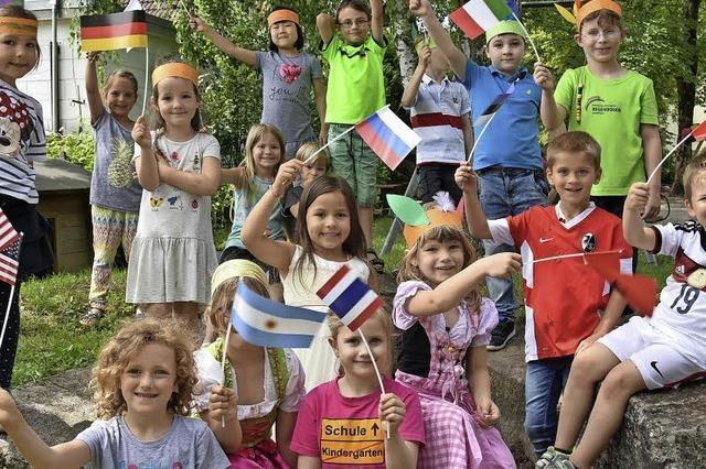 Kinder reisen von Kontinent zu Kontinent