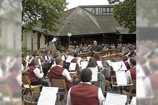 Dorfplatz-Konzert mit Hindernissen