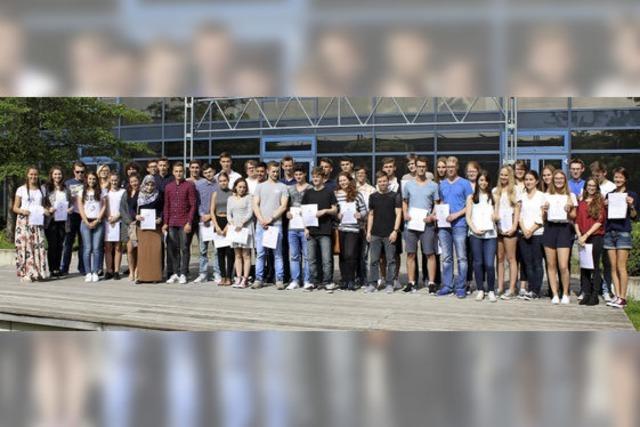 Schüler feiern ihren Abschluss