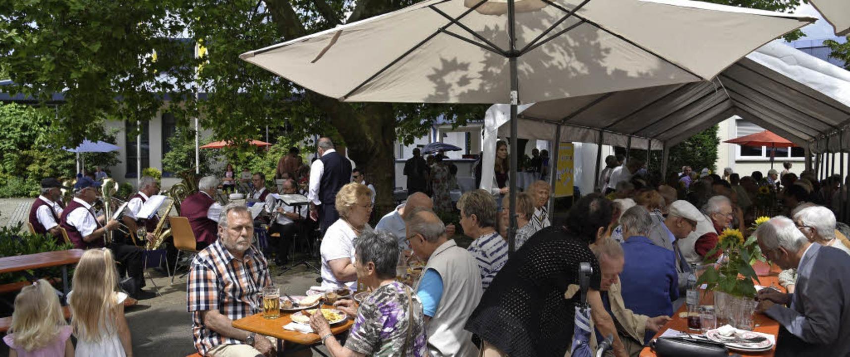 Beim Sommerfest von Sankt Peter und Paul passte alles – auch das Wetter.     Foto: Salathe