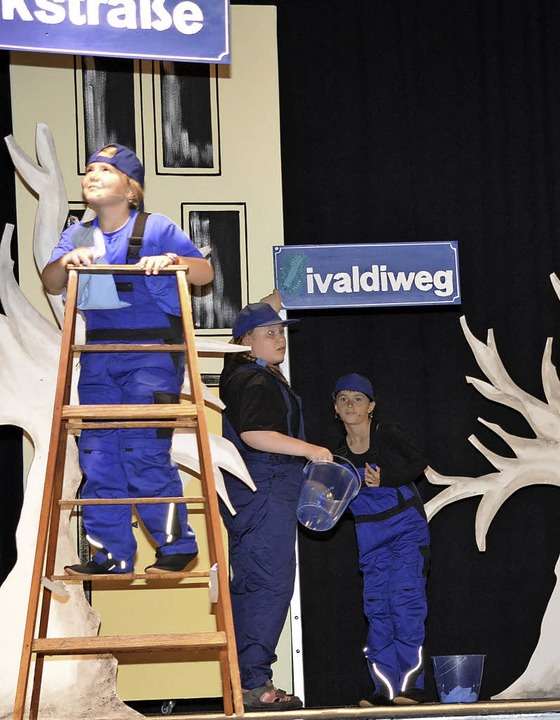 Die wissbegierigen Schilderputzer bei ...eit auf der Bühne des St. Josefshauses  | Foto: Hirschberger