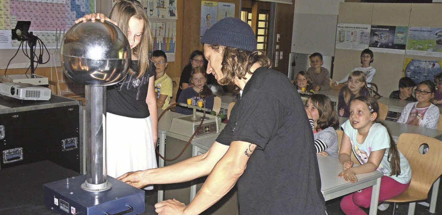 Um Elektrizität ging es beim Besuch de... DR.-Rudolf-Eberle-Schule in Todtmoos.    Foto: Schule