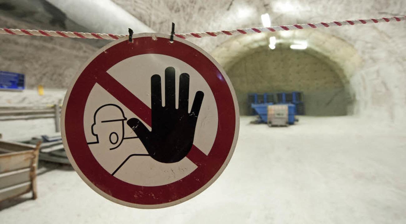 Durchgang verboten: Schild im Erkundungsbergwerk Gorleben   | Foto: dpa
