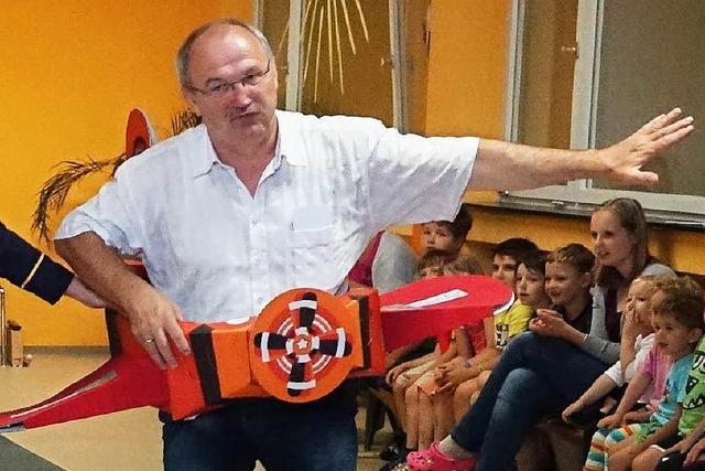 Wie Kinder Bürgermeister Rainer König verabschiedet haben
