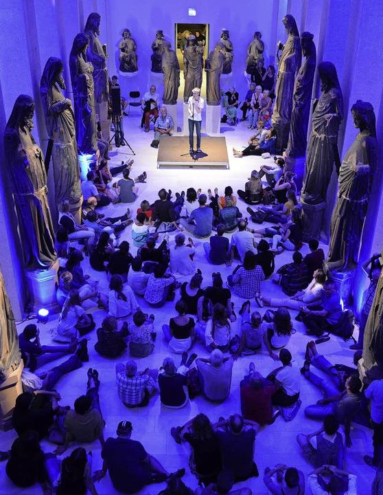 Selten erlaubt: Im vergangenen Jahr sa...auf dem Boden in der  Skulpturenhalle   | Foto: Rita Eggstein/Archäologisches Landesmuseum Baden-Württemberg