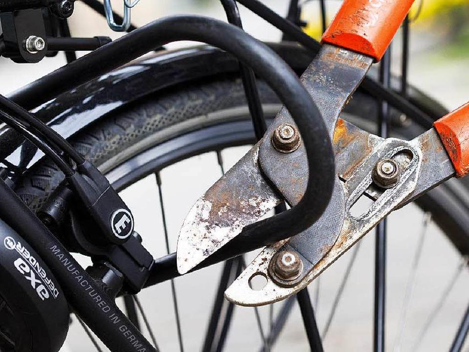 Symbolbild: Wer sein E-Bike richtig sc...und über eine Versicherung nachdenken.  | Foto: dpa
