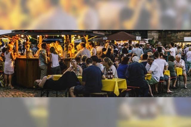 In Freiburg findet rund ums Münster das Weinfest statt