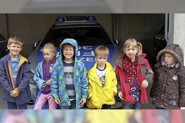 Kinder bei der Polizei