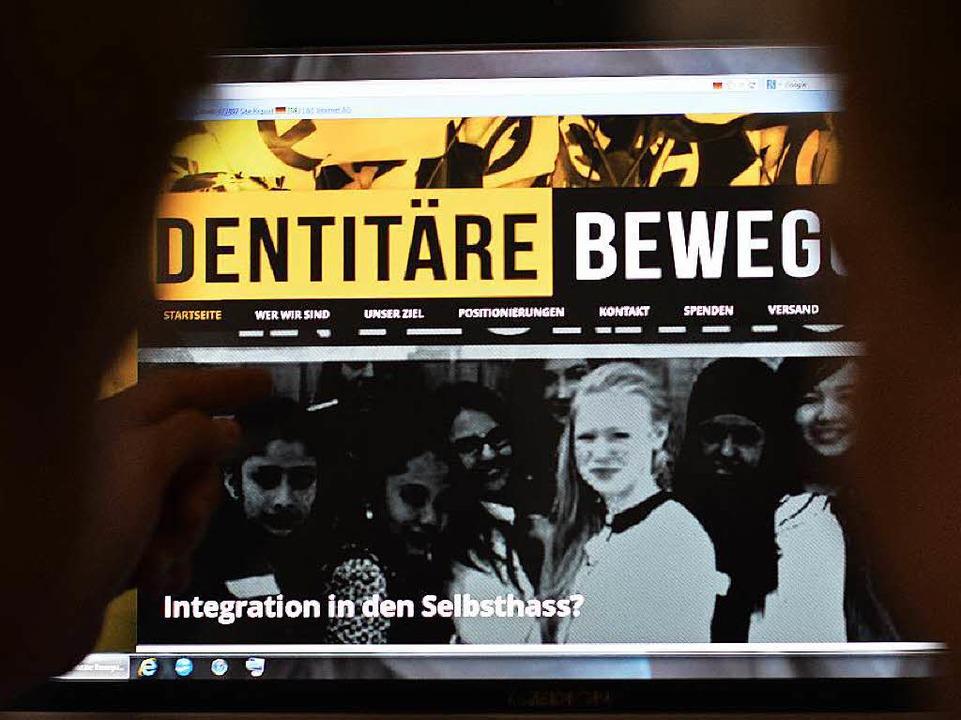 Sie ist aus einer Facebook-Gruppe entstanden: Die Identitäre Bewegung im Netz.  | Foto: dpa
