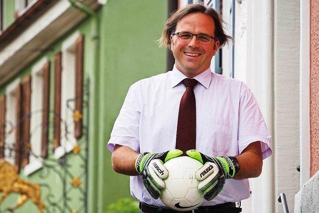 Bürgermeister Carsten Gabbert bleibt am Ball