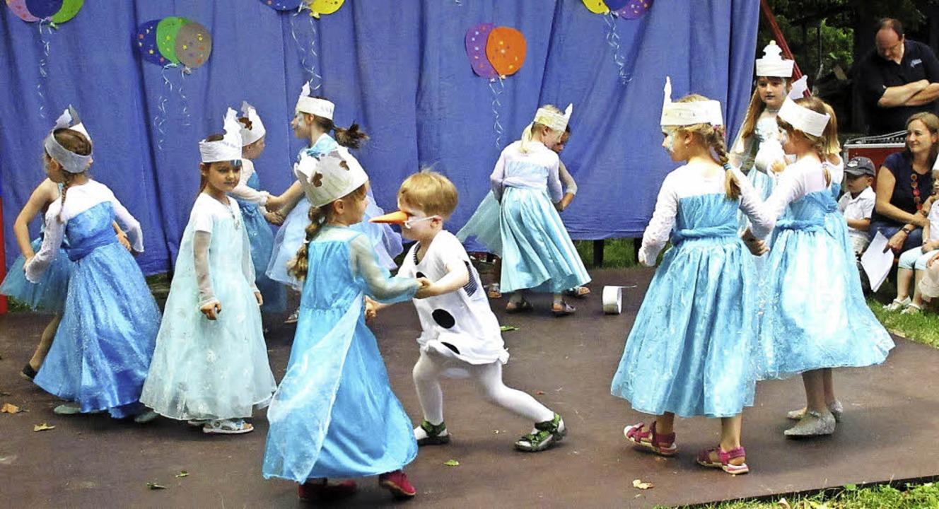 Mit ihrem beschwingten Tanz zu Disneys...laf ihr Publikum beim Kita-Sommerfest.    Foto: Reiner Merz