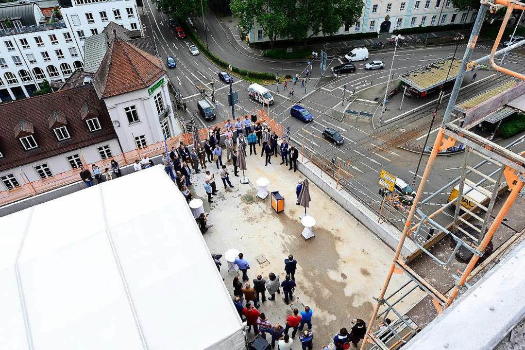 Beim neuen Motel One am Friedrichring wurde jetzt Richtfest gefeiert.  | Foto: Ingo Schneider