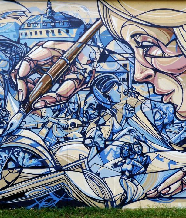Der Streetart-Künstler Tom Brane hat i...Rückseite der Bauhof-Salzhalle bemalt.  | Foto: Lena Kaltenbach