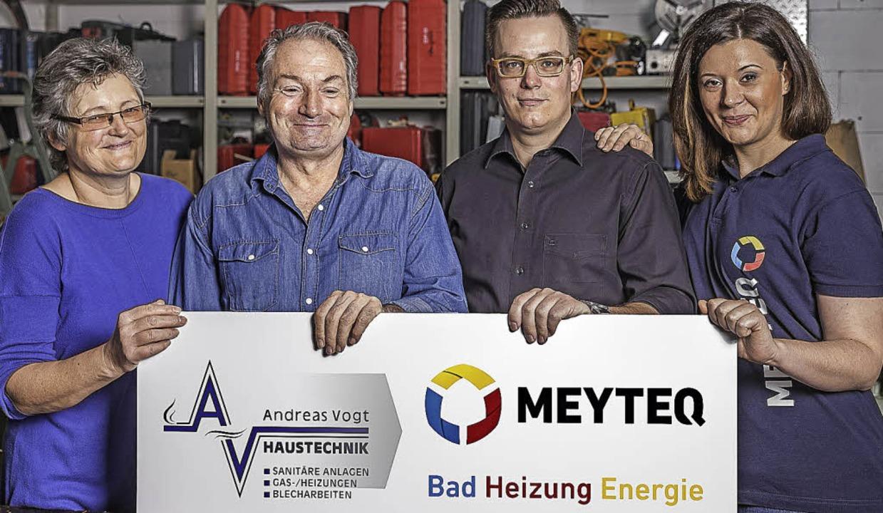 Freuen sich über die Geschäftsübergabe...s Vogt  mit   Patrick und Sandra Meyer  | Foto: Andreas Michael Geiss