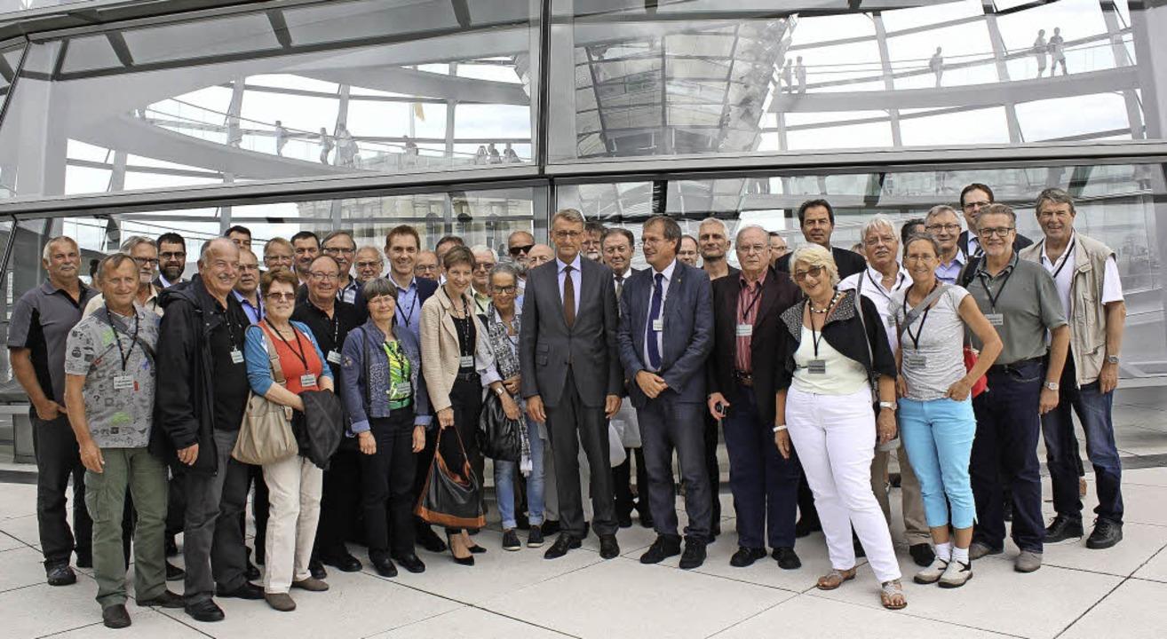 Die Delegation aus dem Lörracher Kreis... des Reichstagsgebäudes in die Mitte.   | Foto: ZVG