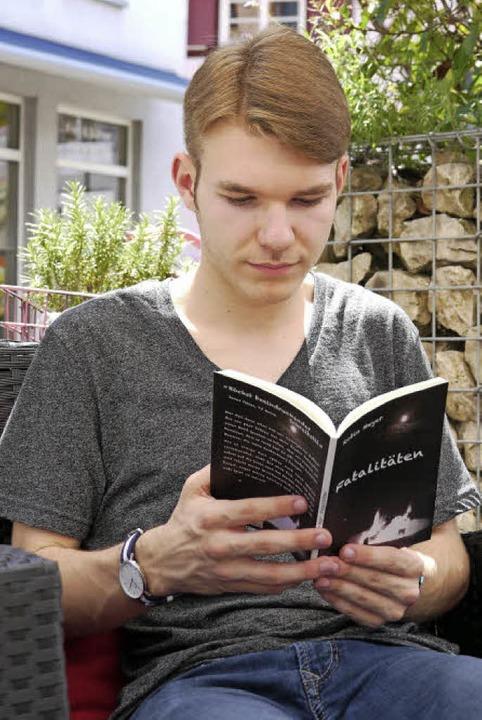Der 17-jährige Bahlinger Robin Meyer hat sein zweites Buch geschrieben  | Foto: Lena Kaltenbach