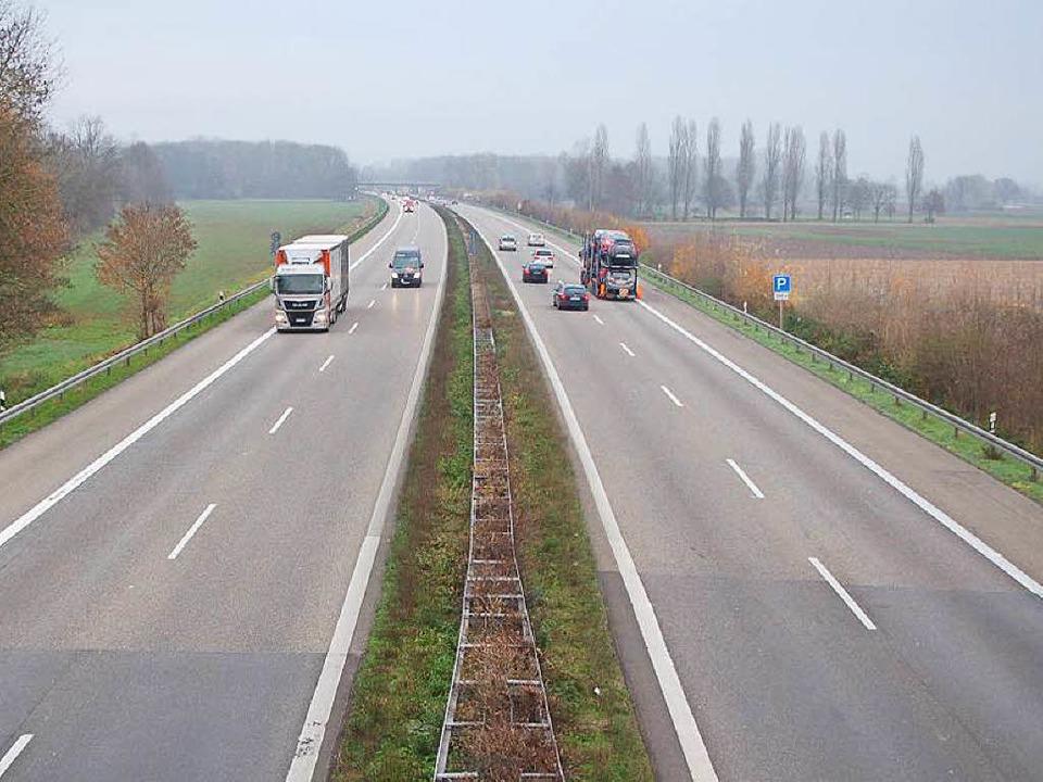 Den sechsstreifigen Ausbau der Autobah...he Verkehrsminister Winfried Hermann.     Foto: archivfoto: Hubert Röderer