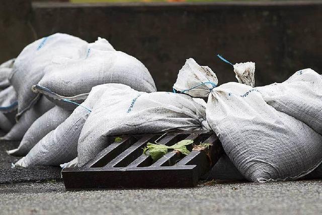 Vorsorge: Köndringer Feuerwehr gibt 900 Sandsäcke aus