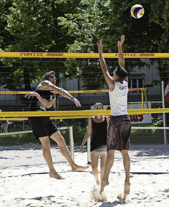 Heißer Sand und hohe Sprünge beim Beachvolleyball   | Foto: Ingo Schneider