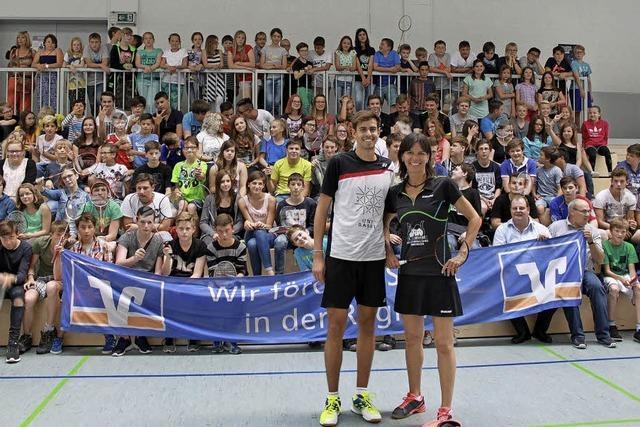 Ein flotter Ballwechsel mit Badminton-Stars