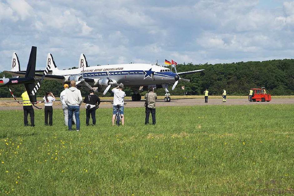 Die Breitling Super Constellation des Schweizer Vereins SCFA zu Gast auf dem Flugplatz Bremgarten (Foto: Volker Münch)