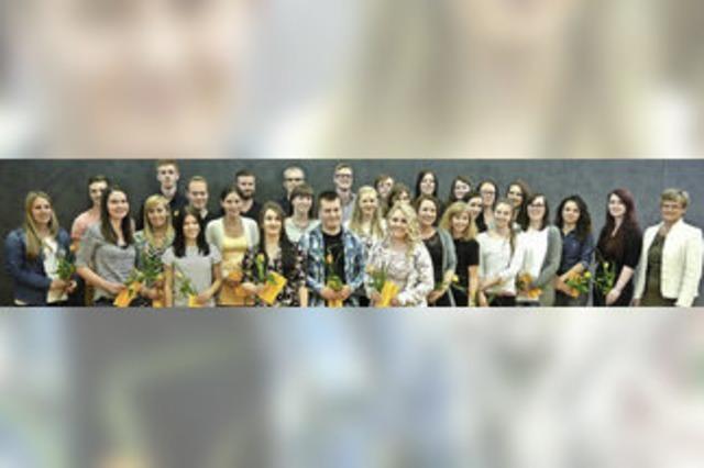 Carl-Helbing-Schule zeichnet 31 Berufsschüler aus