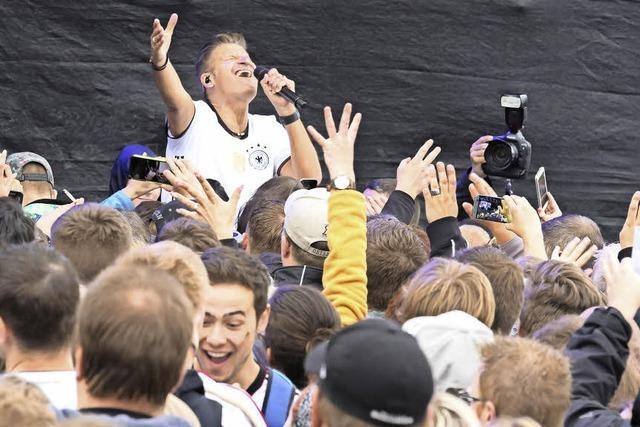 Begeisterte Fans beim Pur Open Air