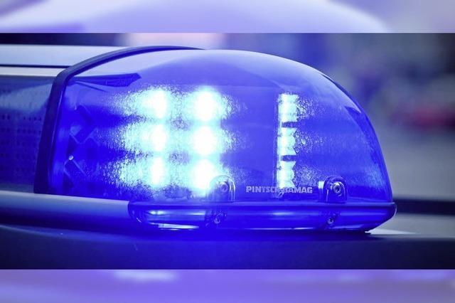 Autofahrer verletzt Frau und fährt weiter
