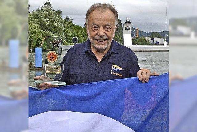 Yacht Club hisst die Blaue Flagge