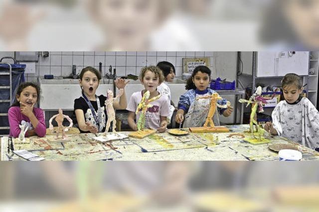 Kunstschule und Kiwanis-Club unterstützen Willkommensklassen mit Kunstprojekt