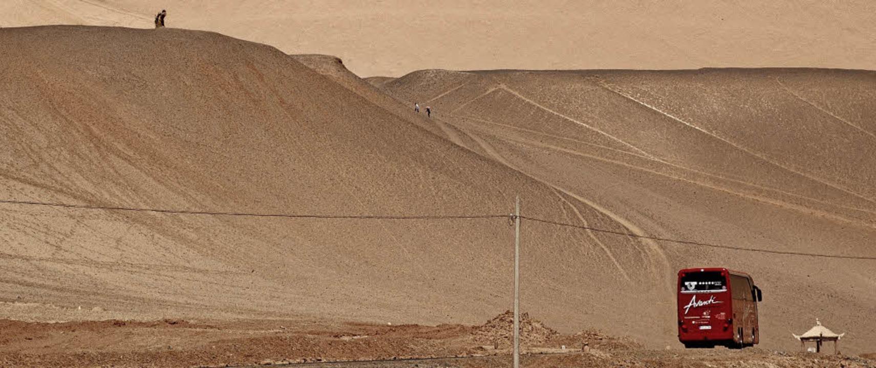 Auf dem Weg nach Peking: Bei der Reise...reme Trockenheit bekannte Wüste Gobi.   | Foto: Wolfram Goslich