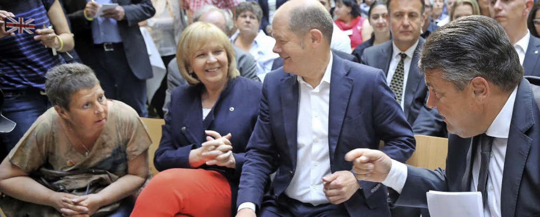 Der Disput zwischen Susi Neumann und i...hefs Hannelore Kraft und  Olaf Scholz.  | Foto: Wolfgang Kumm