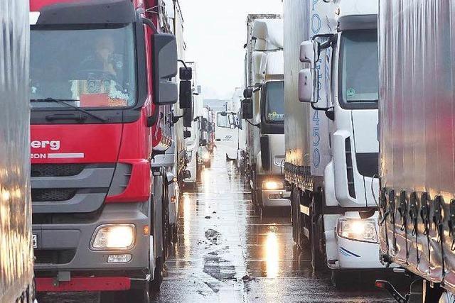 A5 und A8: Lkw dürfen in den Ferien samstags nicht fahren