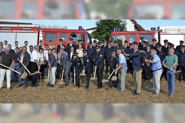 Spatenstich fürs Feuerwehrgerätehaus
