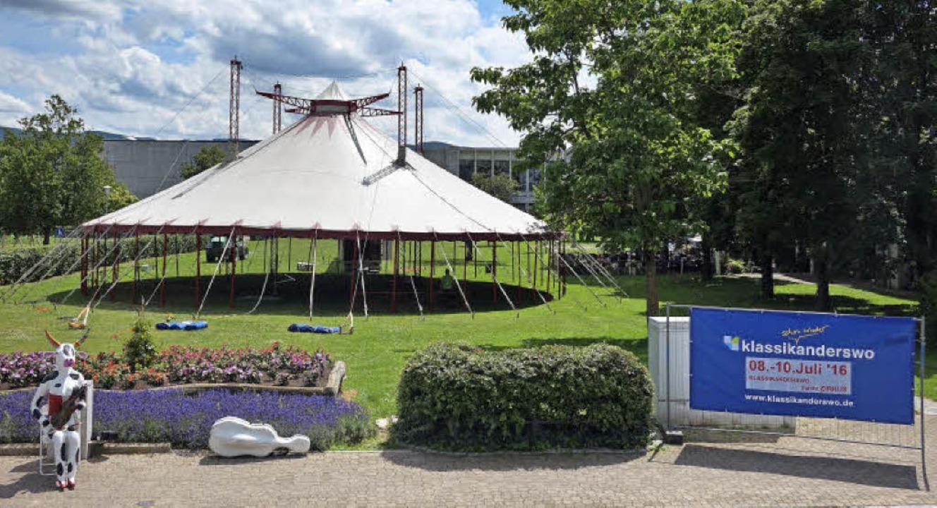 Das Zelt steht und die Klassikanderswo...ga ist auch schon in der Neuen Mitte.   | Foto: Klassikanderswo