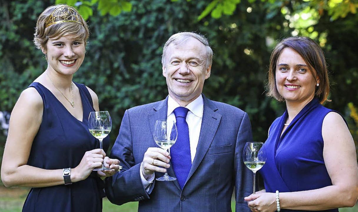 Josefine I.  mit dem deutschen Botscha...n Agentin des Deutschen Weininstituts   | Foto: BZ