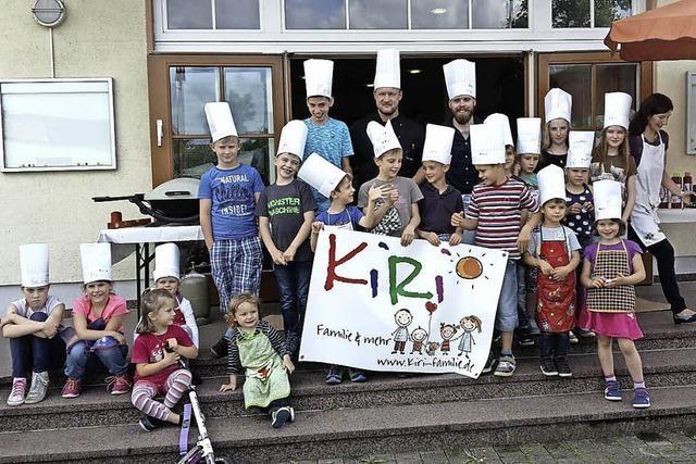 Kinder grillen in Ringsheim