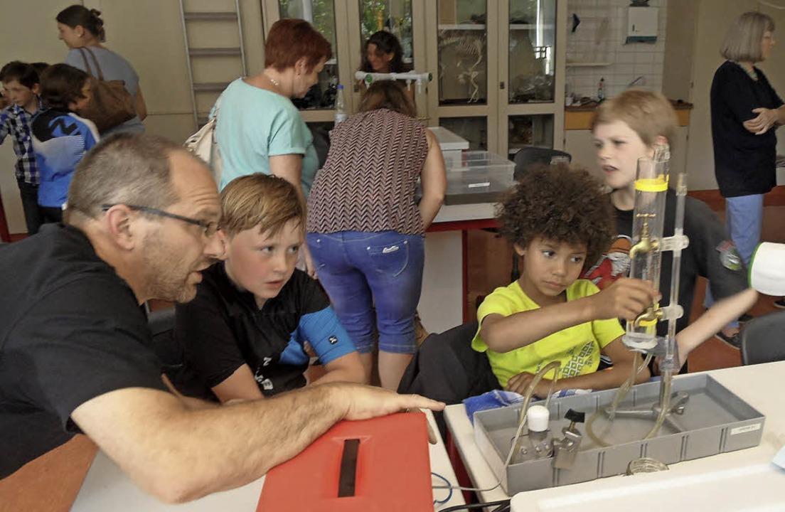 Beim Schulfest der Sommerbergschule er...achtet von Projektleiter Markus Hain.   | Foto: Josef Faller